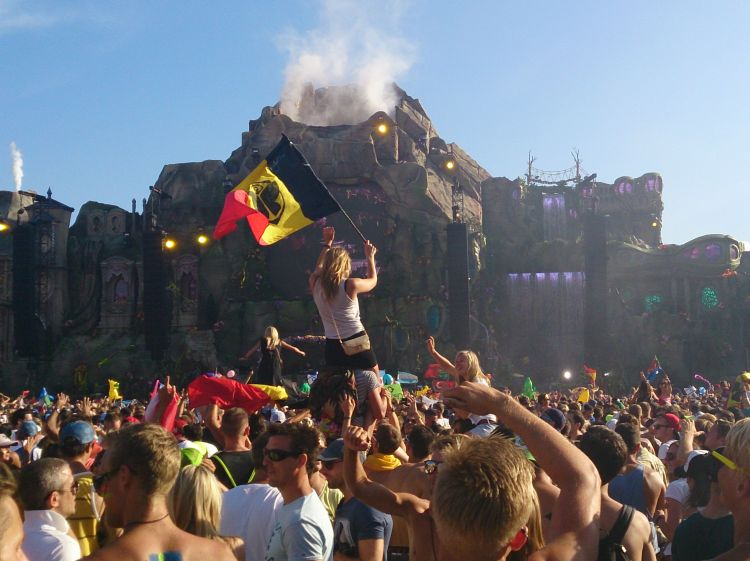 tomorrowland mainstage publiek