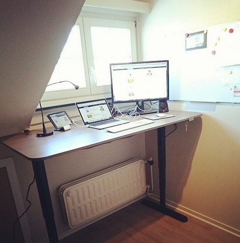 ikea standing desk bekant zit sta bureau by dailybits. Black Bedroom Furniture Sets. Home Design Ideas